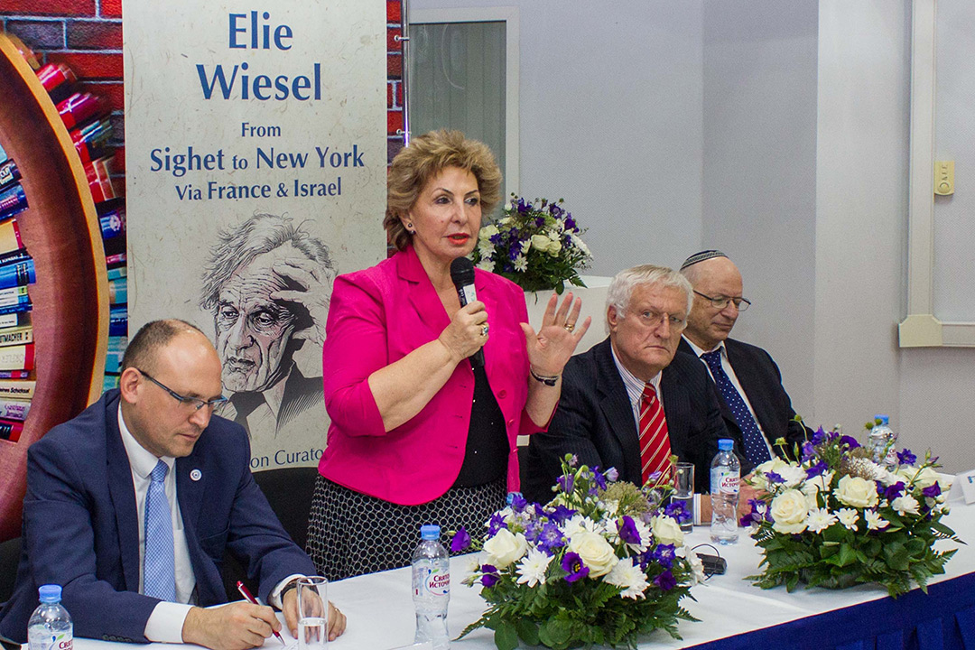 Elie Wiesel Photo Exhibit Opens in Moscow
