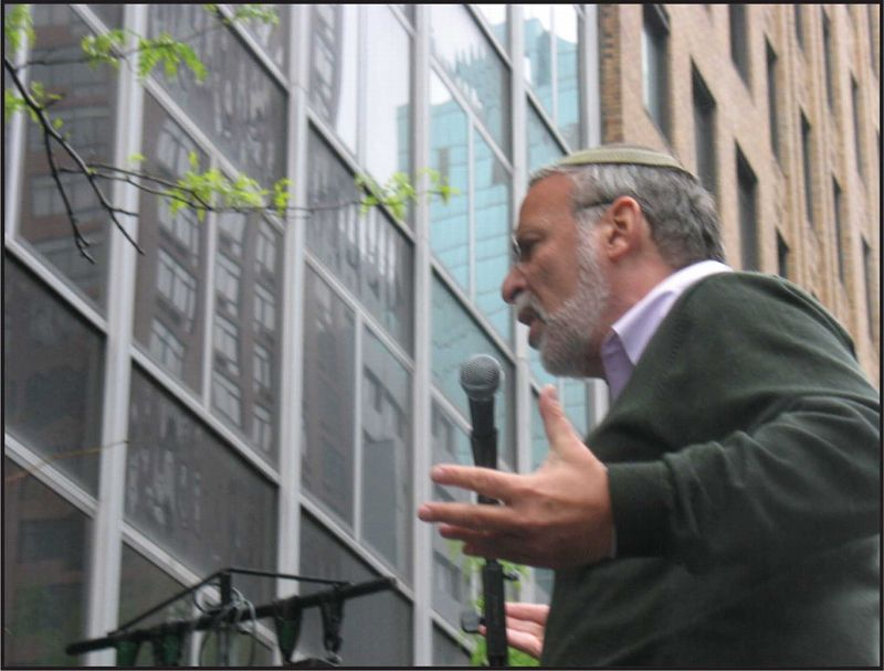 Rabbi Avi Weiss addresses a rally for Israel in NYC in April 2010.