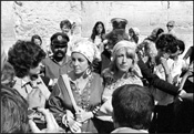 Elizabeth Taylor, at the Western Wall in Jerusalem, August of 1975 - Photo: Israel Sun